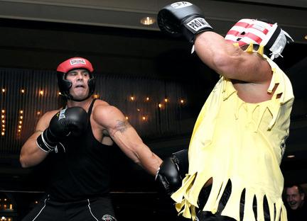110609-jose-canseco-celebrity-boxing-poultonjpg-6bf8b8fb522e8104_large-d57e86cd